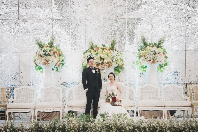 Compilation of White Themed Wedding by Skenoo Hall Emporium Pluit by IKK Wedding - 004