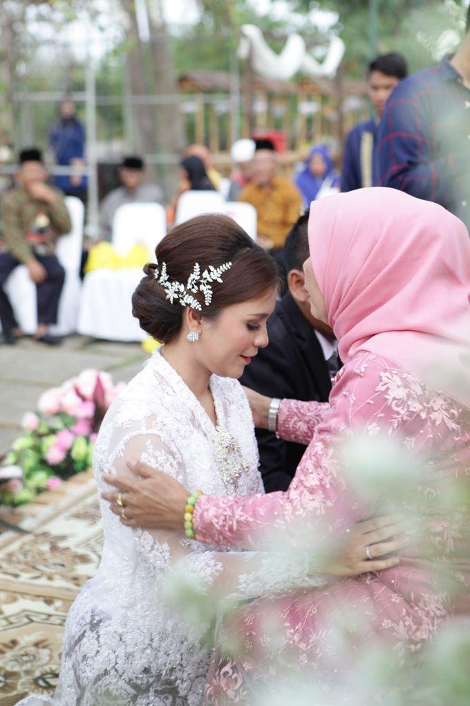 The Wedding of Supri & Delvi ❤️ by Favor Brides - 022