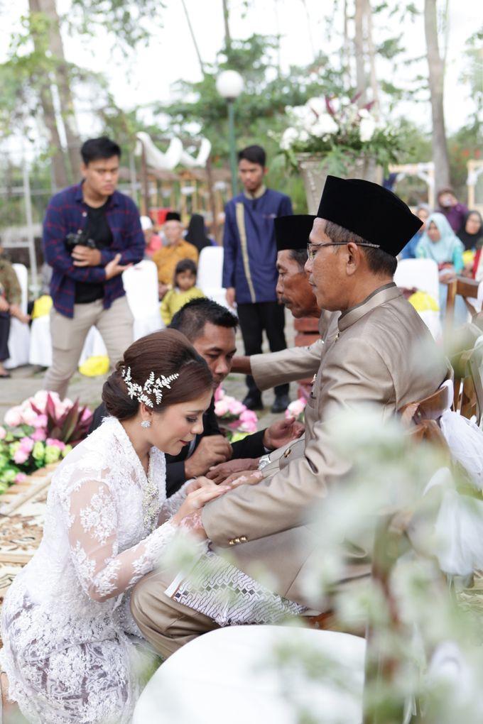 The Wedding of Supri & Delvi ❤️ by Favor Brides - 030