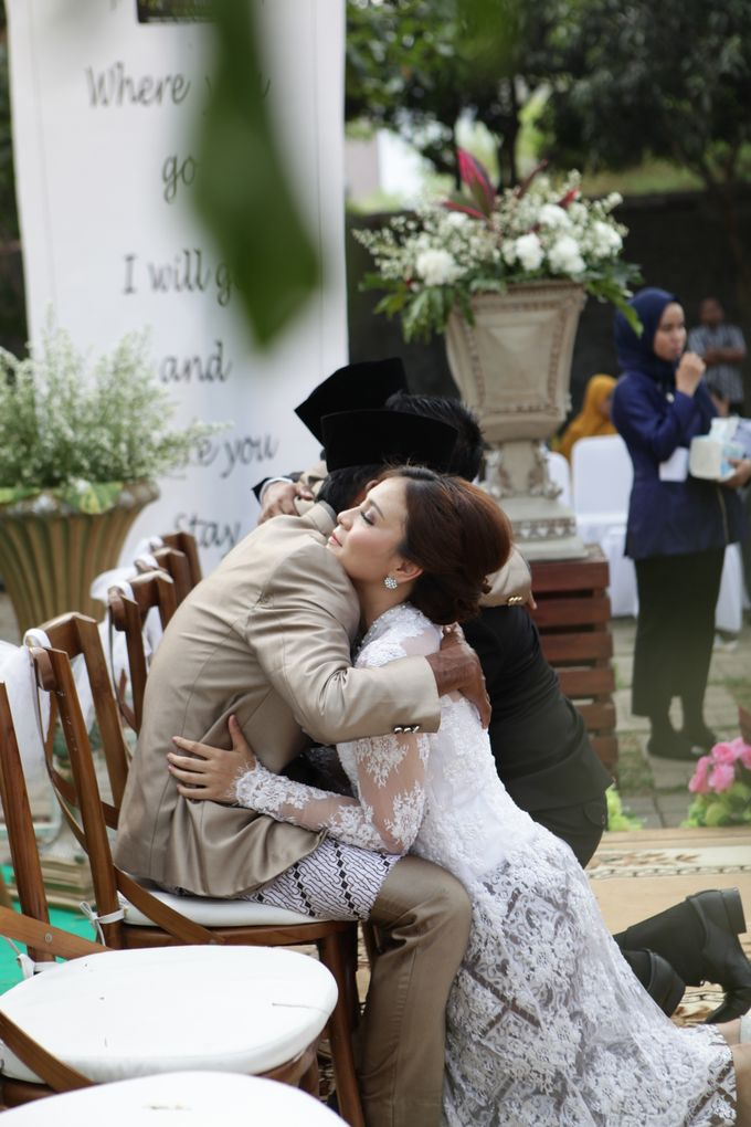 The Wedding of Supri & Delvi ❤️ by Favor Brides - 013