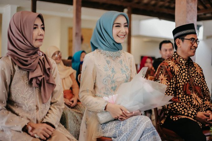 The Engagement of Melly & Wisnu by alienco photography - 006