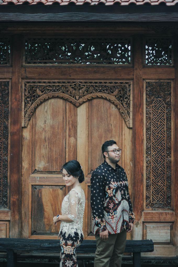 Engagement Mr.A and Mrs.S by Lingkar_portrait - 001