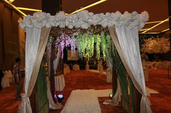 Elegant-Javanese wedding decoration by Menara Top Food Alam Sutera - 003