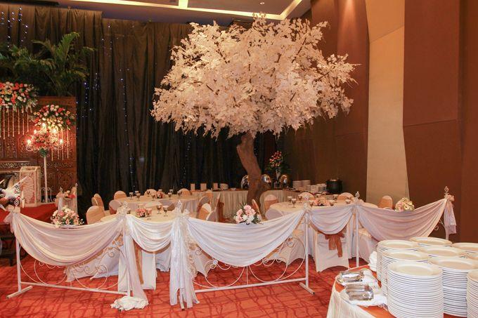 Elegant-Javanese wedding decoration by Menara Top Food Alam Sutera - 004