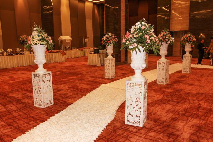 Elegant-Javanese wedding decoration by Menara Top Food Alam Sutera - 006