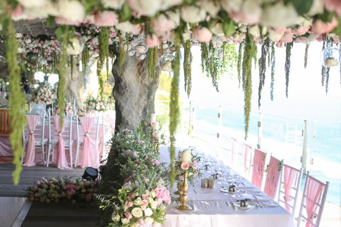 Mesmerizing Cave Wedding at Ocean Bali by Silverdust Decoration - 008