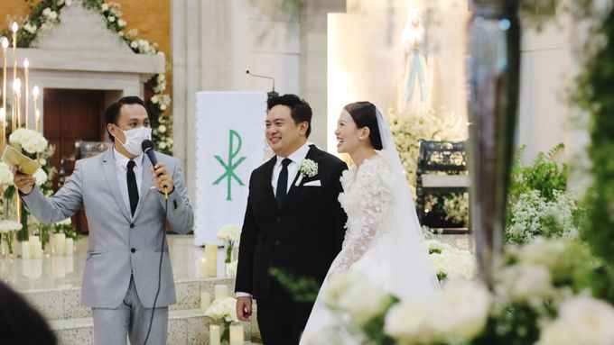 Dion Edward for Intimate Engagement & Holy Matrimony of Teguh & Yolanda by LOL Talents - 003