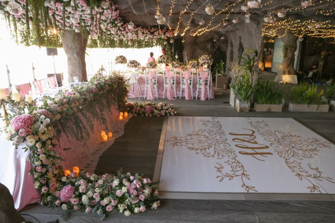 Mesmerizing Cave Wedding at Ocean Bali by Silverdust Decoration - 013