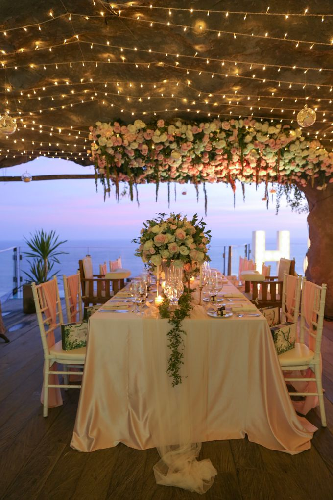 Mesmerizing Cave Wedding at Ocean Bali by Silverdust Decoration - 031