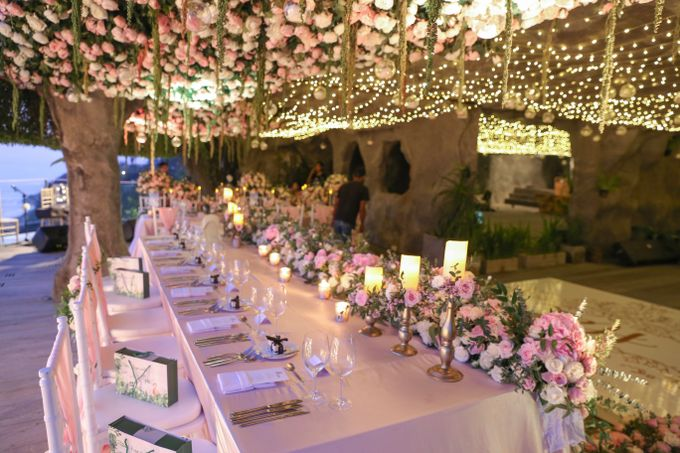Mesmerizing Cave Wedding at Ocean Bali by Silverdust Decoration - 034