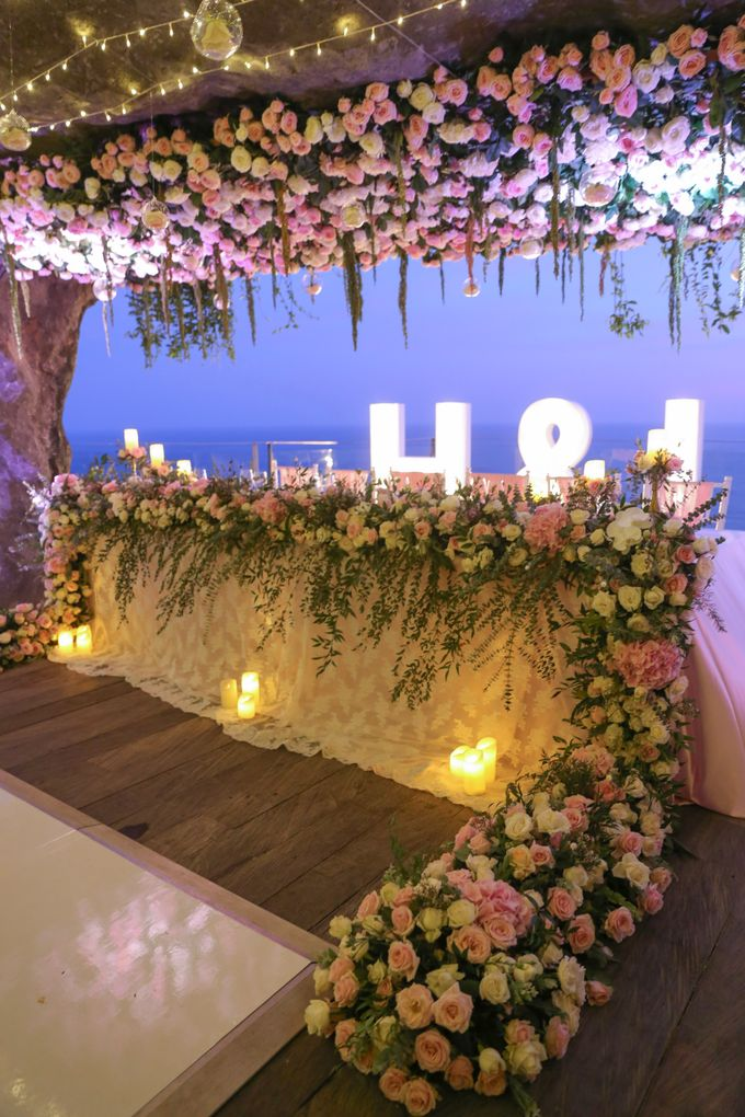 Mesmerizing Cave Wedding at Ocean Bali by Silverdust Decoration - 037
