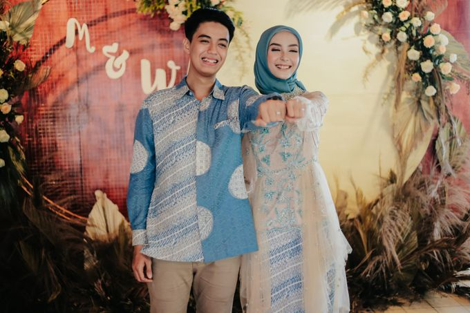 The Engagement of Melly & Wisnu by alienco photography - 010