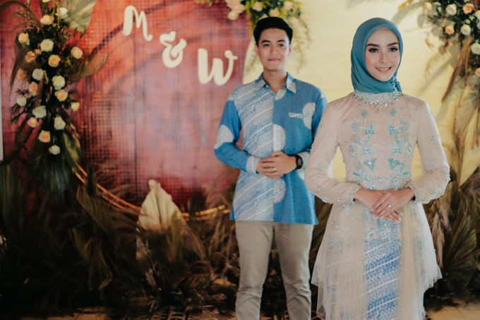 The Engagement of Melly & Wisnu by alienco photography - 011