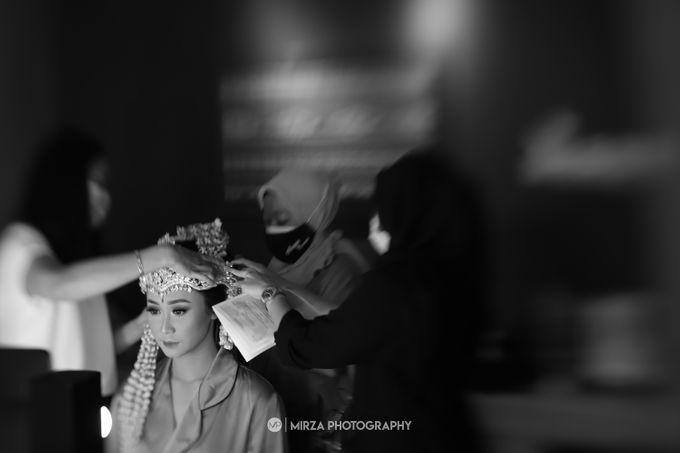 Saga & Manda Wedding at Hotel Santika Bintaro by Mirza Photography - 006