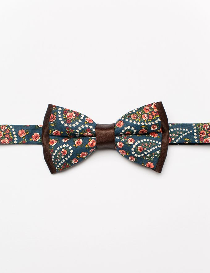 Bowties in colors and patterns by WIT Wear It Too - 026