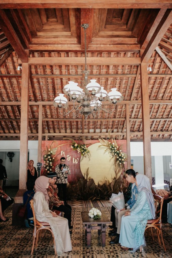 The Engagement of Melly & Wisnu by alienco photography - 014