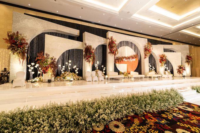 Wedding of Agung & Keyshalla at Trans Convention Center by Valentine Wedding Decoration - 003