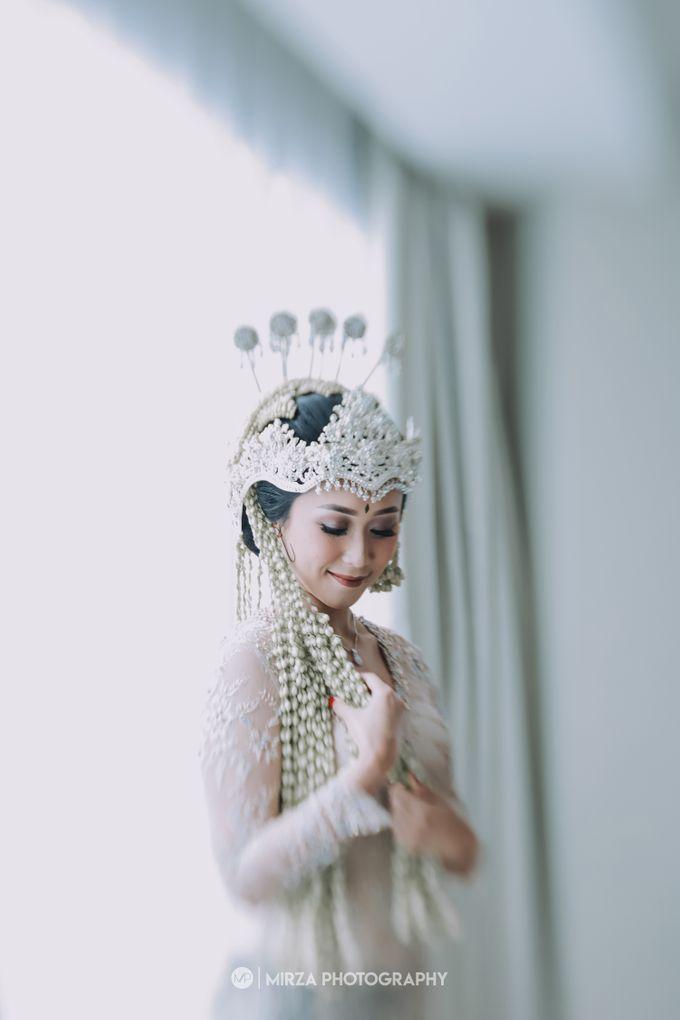 Saga & Manda Wedding at Hotel Santika Bintaro by Mirza Photography - 007