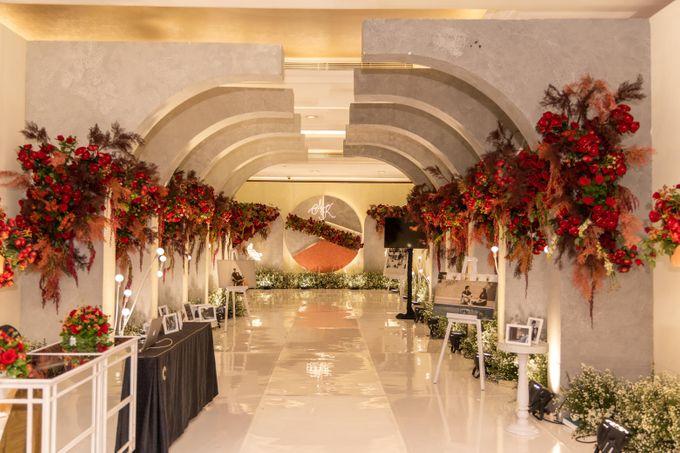 Wedding of Agung & Keyshalla at Trans Convention Center by Valentine Wedding Decoration - 007