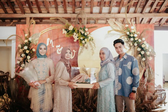The Engagement of Melly & Wisnu by alienco photography - 020
