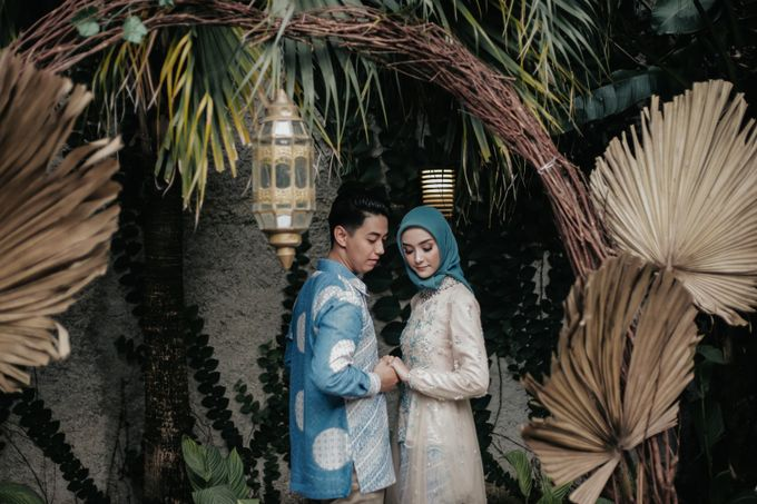 The Engagement of Melly & Wisnu by alienco photography - 022