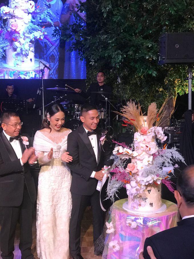 Ayla Dimitri and Rama Devara Wedding Cake by saptodjojokartiko bride - 002