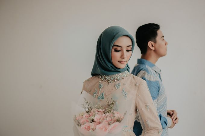 The Engagement of Melly & Wisnu by alienco photography - 025