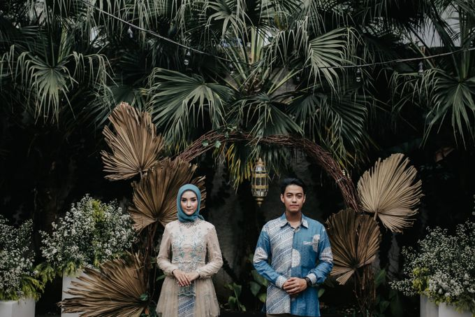 The Engagement of Melly & Wisnu by alienco photography - 028