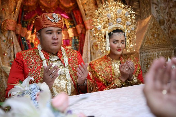 Mirna & Pras Wedding by Akuwedding - 026