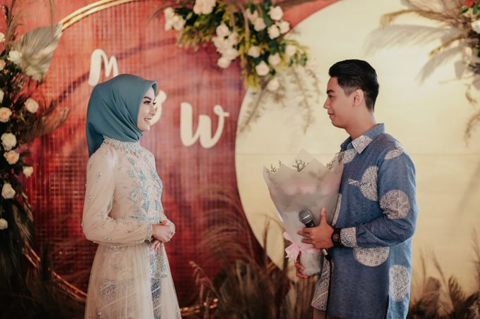 The Engagement of Melly & Wisnu by alienco photography - 033