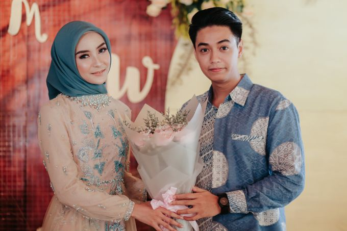 The Engagement of Melly & Wisnu by alienco photography - 035