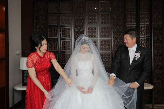 Family Dresses For Engagement & Wedding Of Citro & Bragita by Eliana Andrea - 007