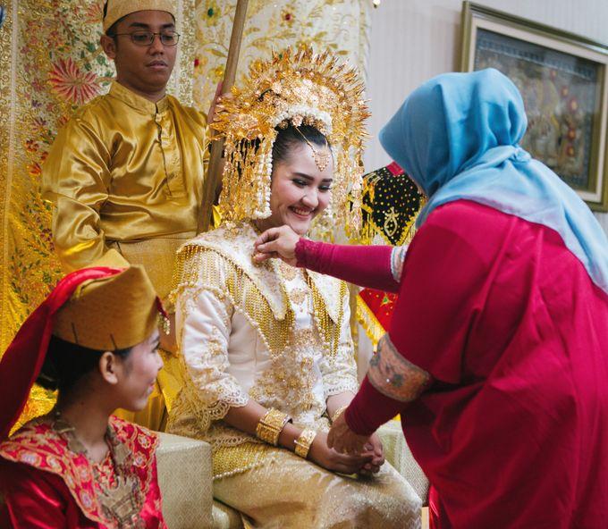 Mirna & Pras Wedding by Akuwedding - 005