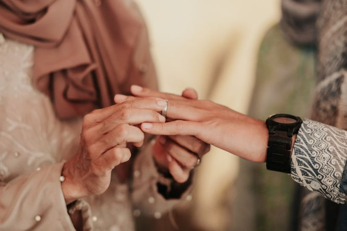 The Engagement of Melly & Wisnu by alienco photography - 037