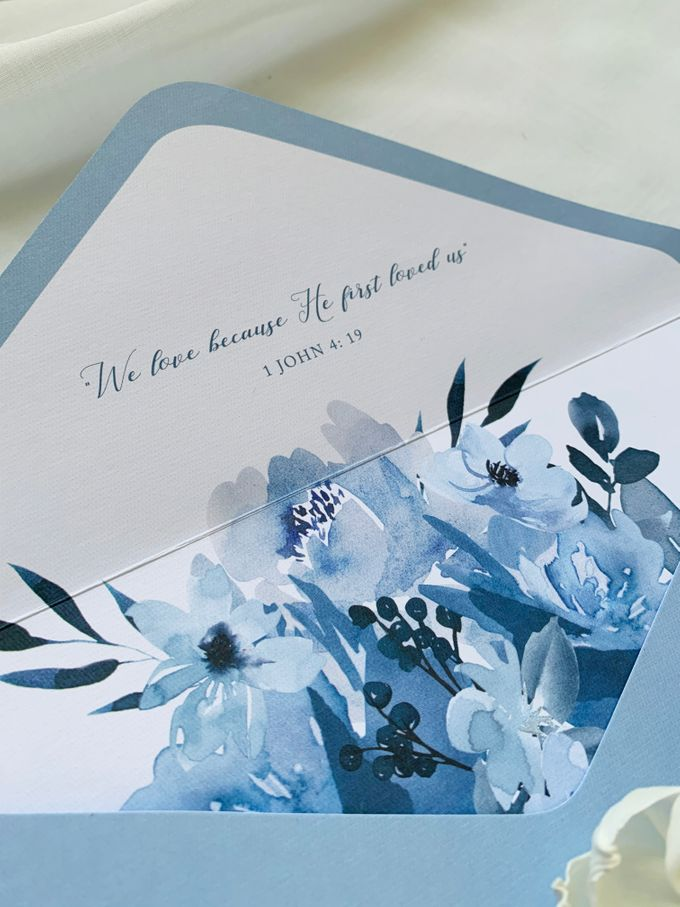 Sky Blue Flowers by Trouvaille Invitation - 006