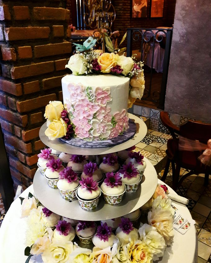 Engagements & Wedding Cakes by Fleur Bites Cupcakery - 041
