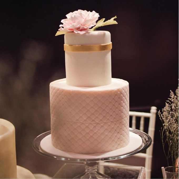 Two Tiers by Gordon Blue Cake - 018