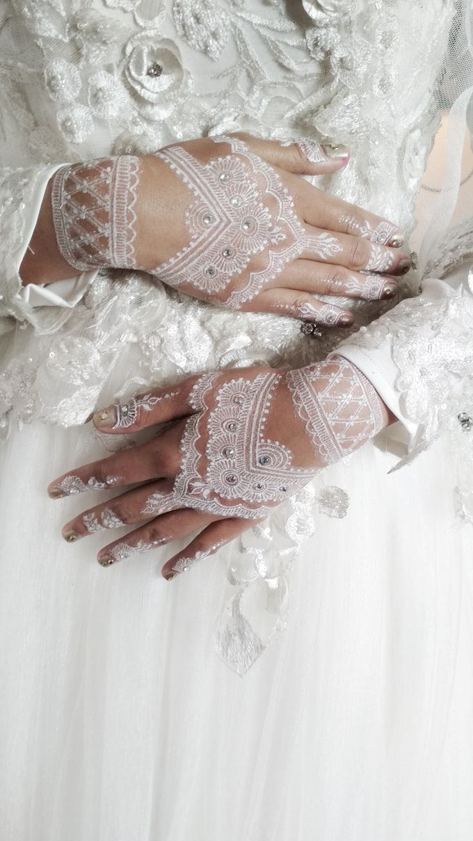White Henna For Merry Wedding Shitara Henna Bali Bridestory