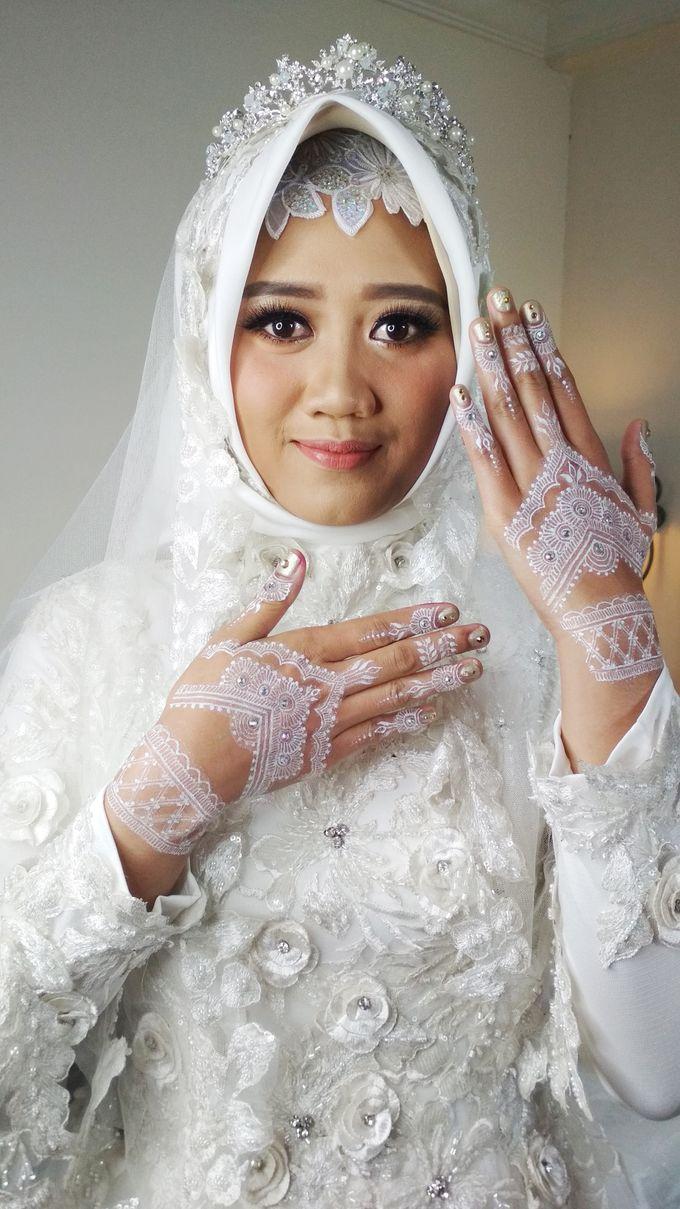 White Henna For Merry Wedding Shitara Henna Bali Bridestory