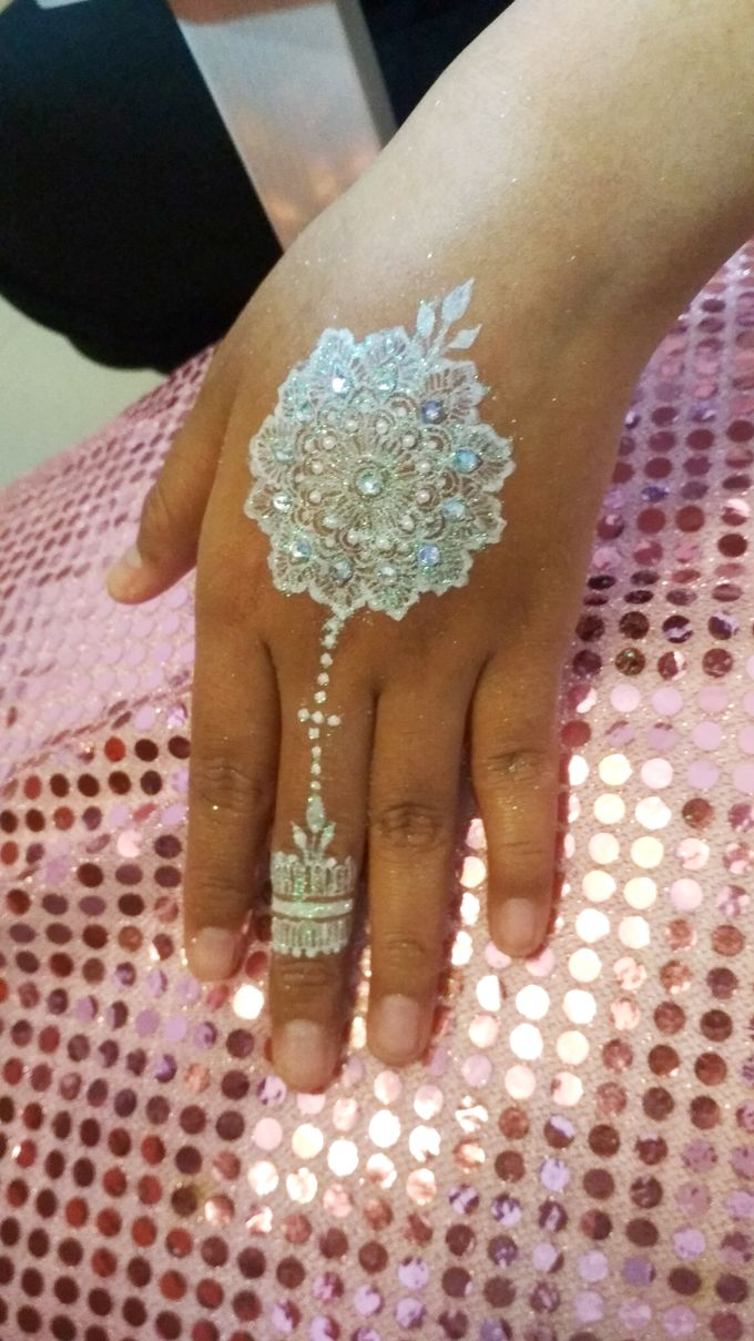 White Henna For Fitri Wedding Shitara Henna Bali Bridestory