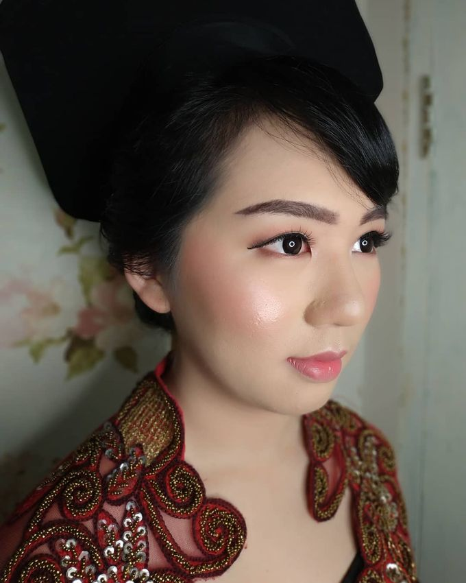 Graduation Makeup by Desy Lestari Makeup - 003