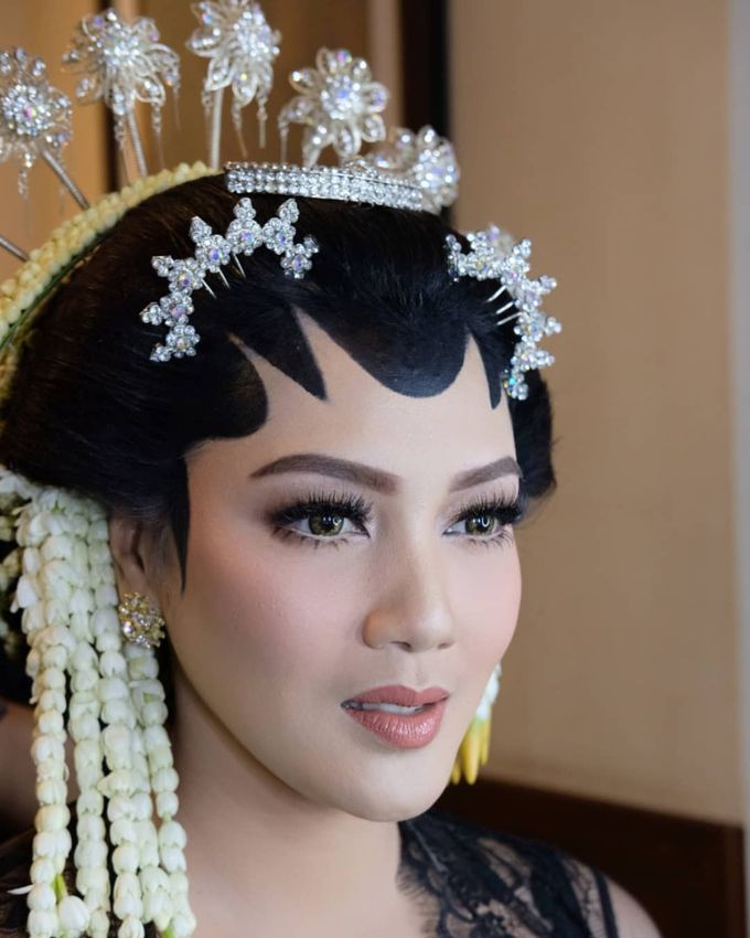 Makeup Pengantin Adat Jawa by Karen Shenna Makeup Artist - 002