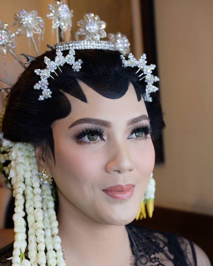 Makeup Pengantin Adat Jawa by Karen Shenna Makeup Artist - 001