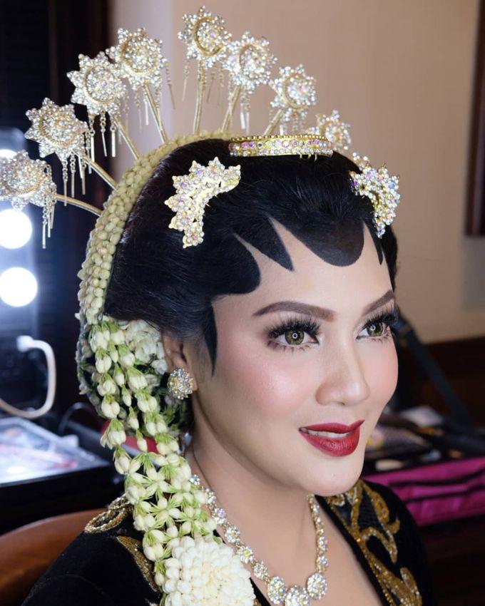 Makeup Pengantin Adat Jawa by Karen Shenna Makeup Artist - 008