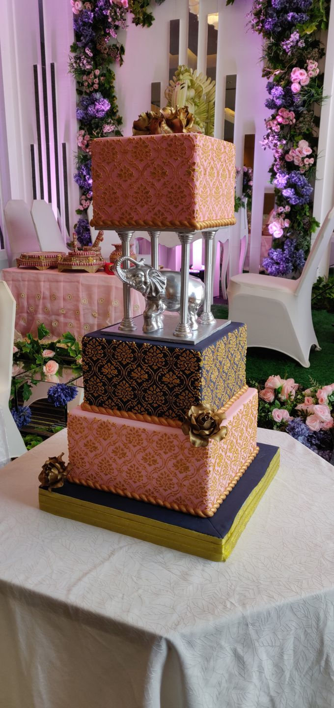 Damask Elegance by Cakes 'n' Bakes - 005