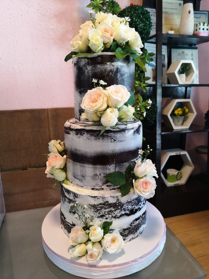 Customized Wedding Naked Cake Rustic Themed Cake by Crumbs Cake Art Bakeshop - 010
