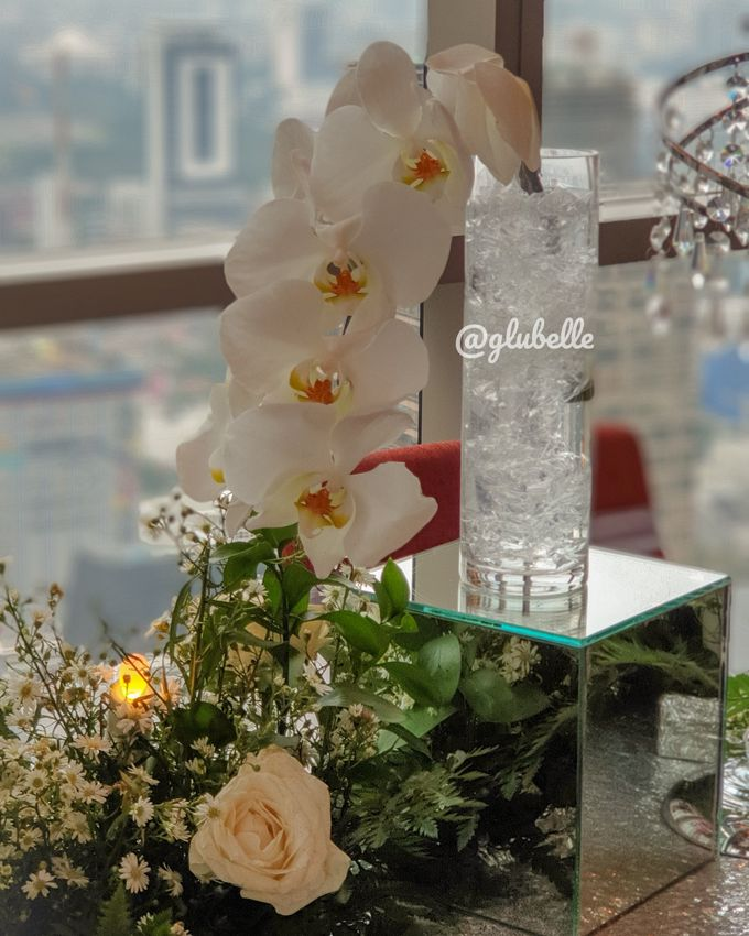 Fresh Flowers Table Decor by GLUBELLE - 001