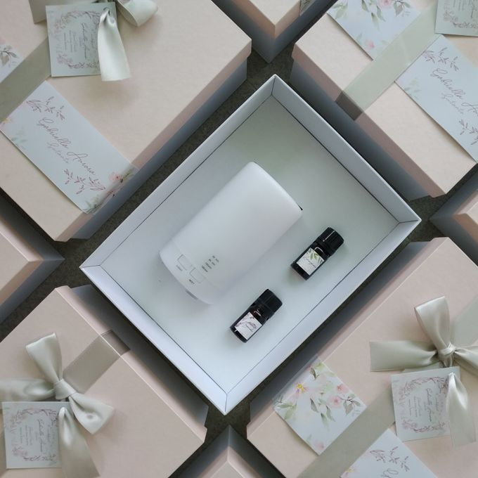 Bride and Bridesmaid Customized Hampers by é.clat - 005