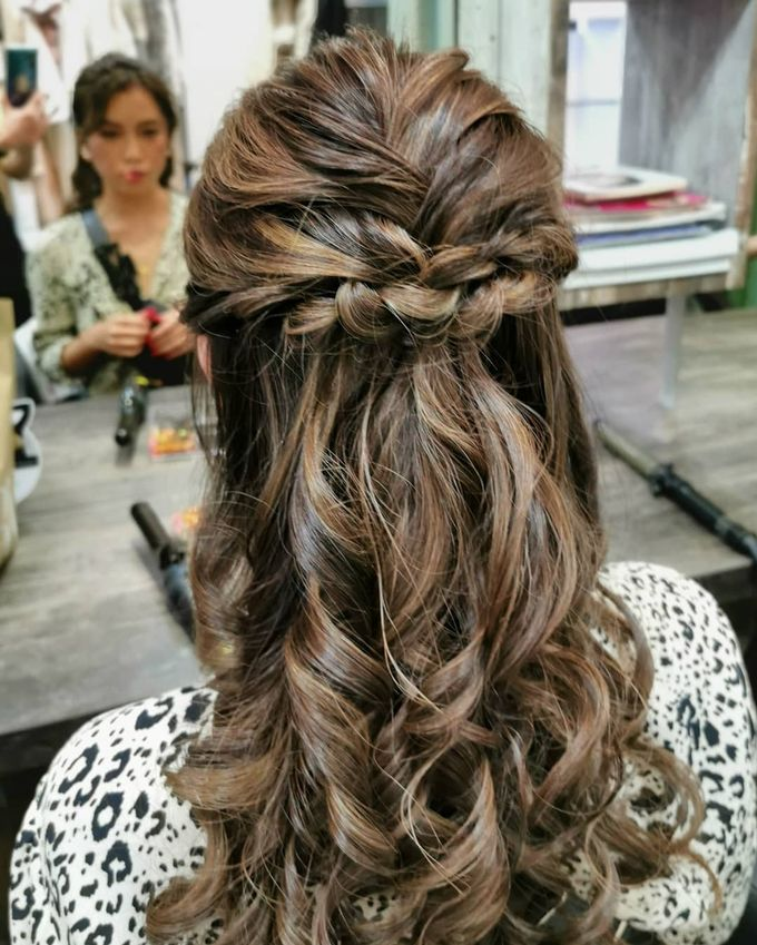 Hairstyling By Lili by Lili Makeup Specialist - 048