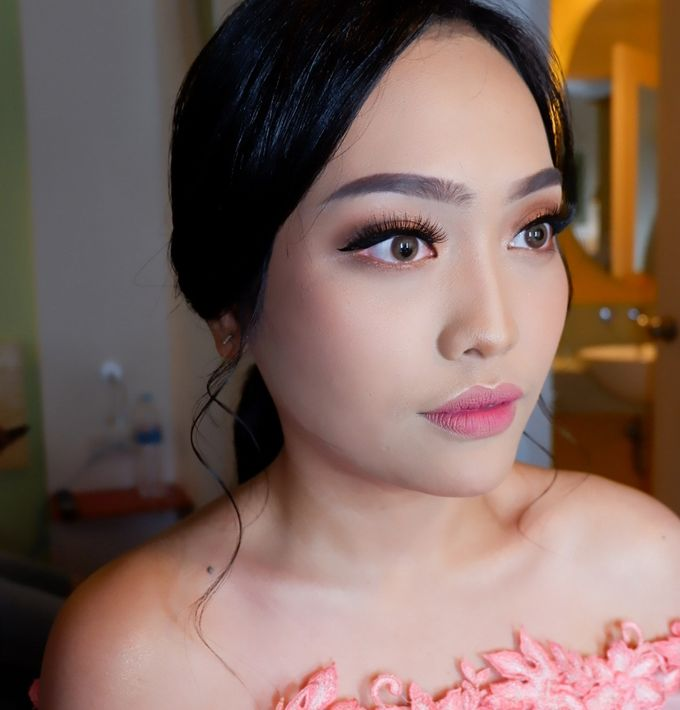 Natural Wedding Makeup 2019 by AngeLin Bridal - 015